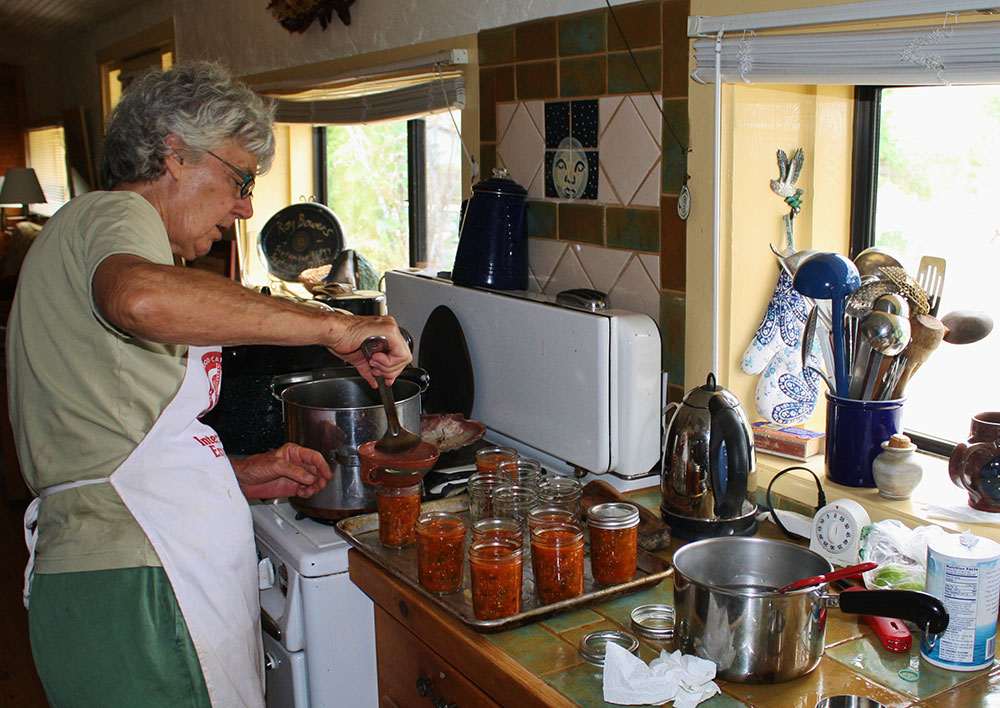 Filling the canning jars to just the right levels, before they go into the boiling water bath. (Cheryl Howard/Borderzine.com)