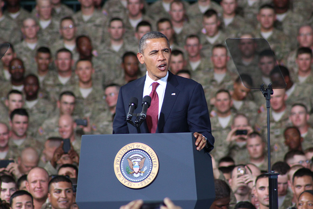 President Obama talks to the soldiers at Fort Bliss after two years. (Ken Hudnall/Borderzine.com)