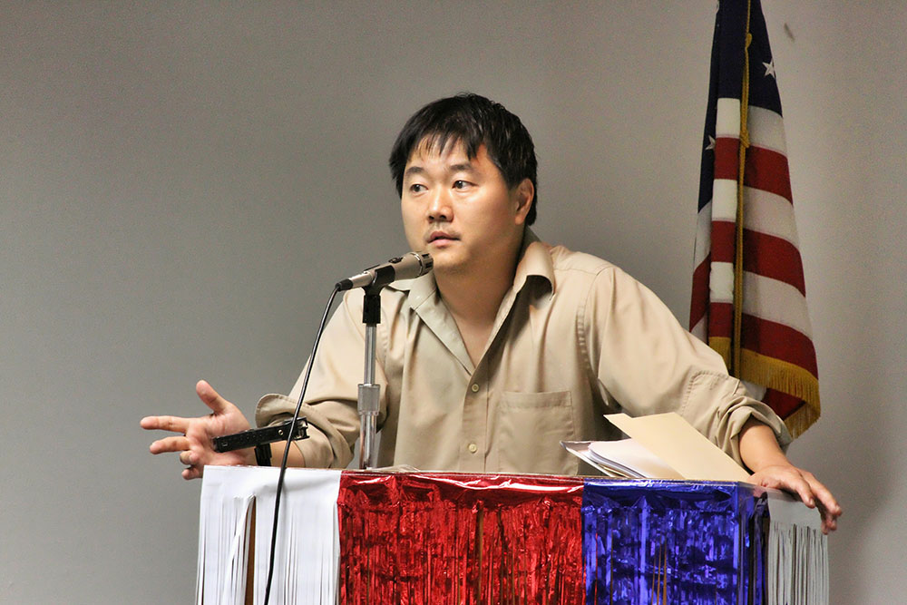 Charlie Minn presenting The New Juarez at the University of Texas at El Paso. (Luis Hernandez/Borderzine.com)