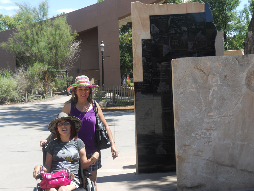 With my mom at the ABQ BioPark Zoo. (©Selene Soria)