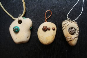 Stones with holes made into pendants. (Cheryl Howard/Borderzine.com)