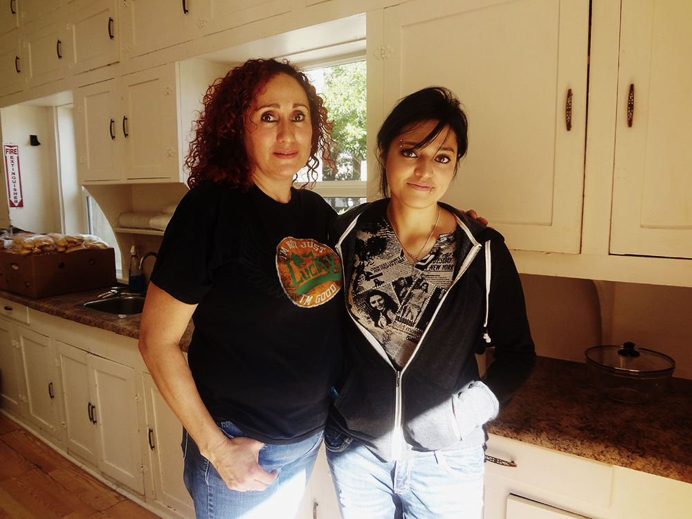 Ivette and her mother, former residents of Reynolds Home, now come to help as volunteers. (Nadia Garcia/Borderzine.com)