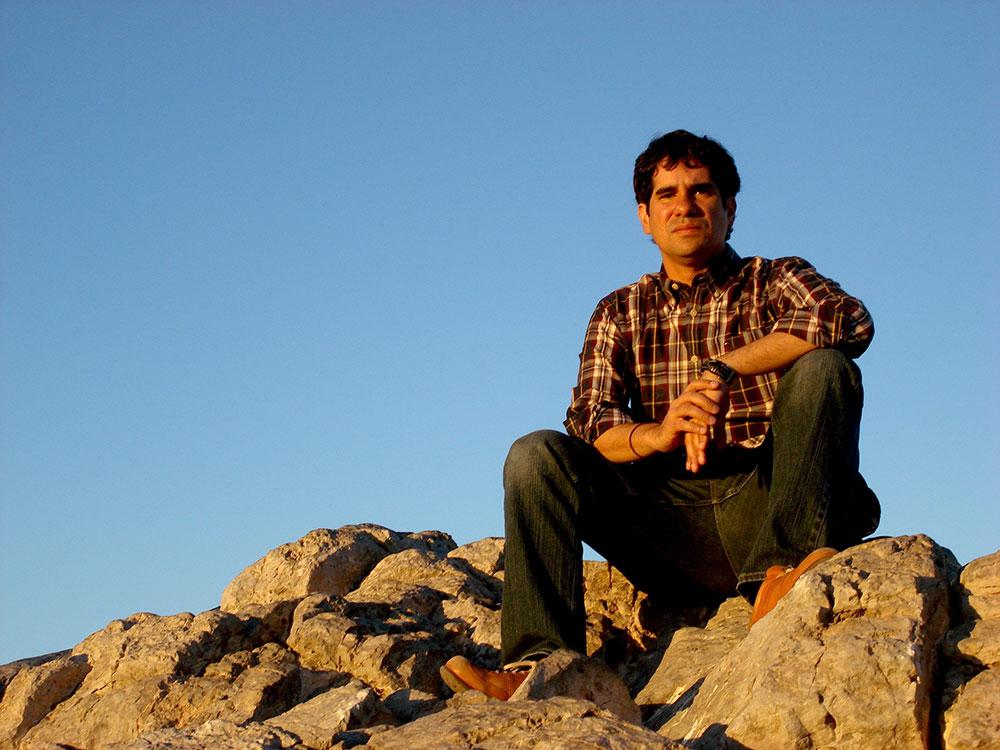 Daniel Centeno actualmente reside en El Paso donde estudia la maestría bilingüe en escritura creativa de UTEP. (Foto cortesía de Daniel Centeno)