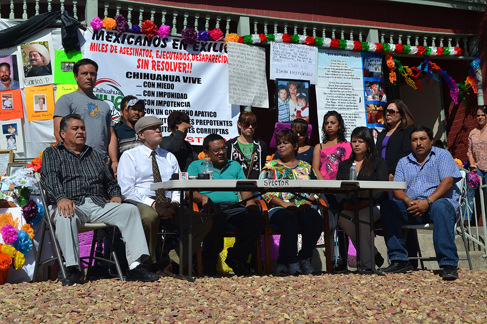 Immigration attorney, Carlos Spector (white shirt), sits next to Saúl Reyes Salazar (center), one of the founding members of Mexicanos en Exilio. (Krystle Holguin/Borderzine.com)
