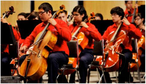 El proyecto de la Orquesta Esperanza Azteca pretende no solo formar músicos si no además alejar a los niños y jóvenes de la violencia desatada en la ciudad. (Foto cortesía de Jove Garcia)
