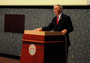 "Former White House correspondent, Sam Donaldson, gave the lecture ""Road to the White House."" (Ernie Chacon/Borderzine.com)"
