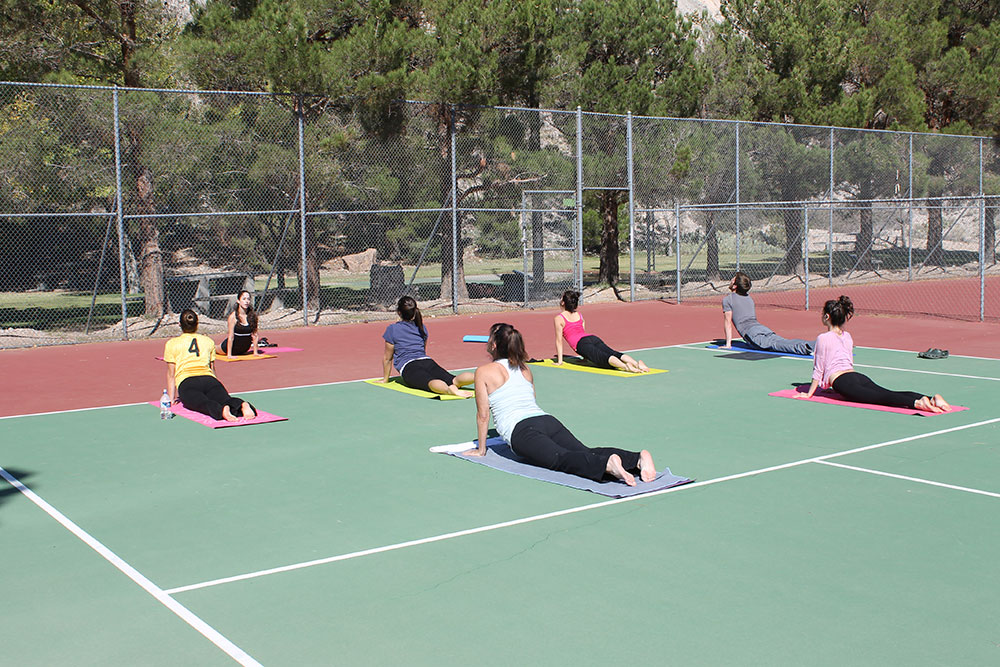 Rose Garza offers free classes on Sunday mornings at the tennis court of the Camelot Apartment complex on the West side. (Jessica Alvarez/Borderzine.com)