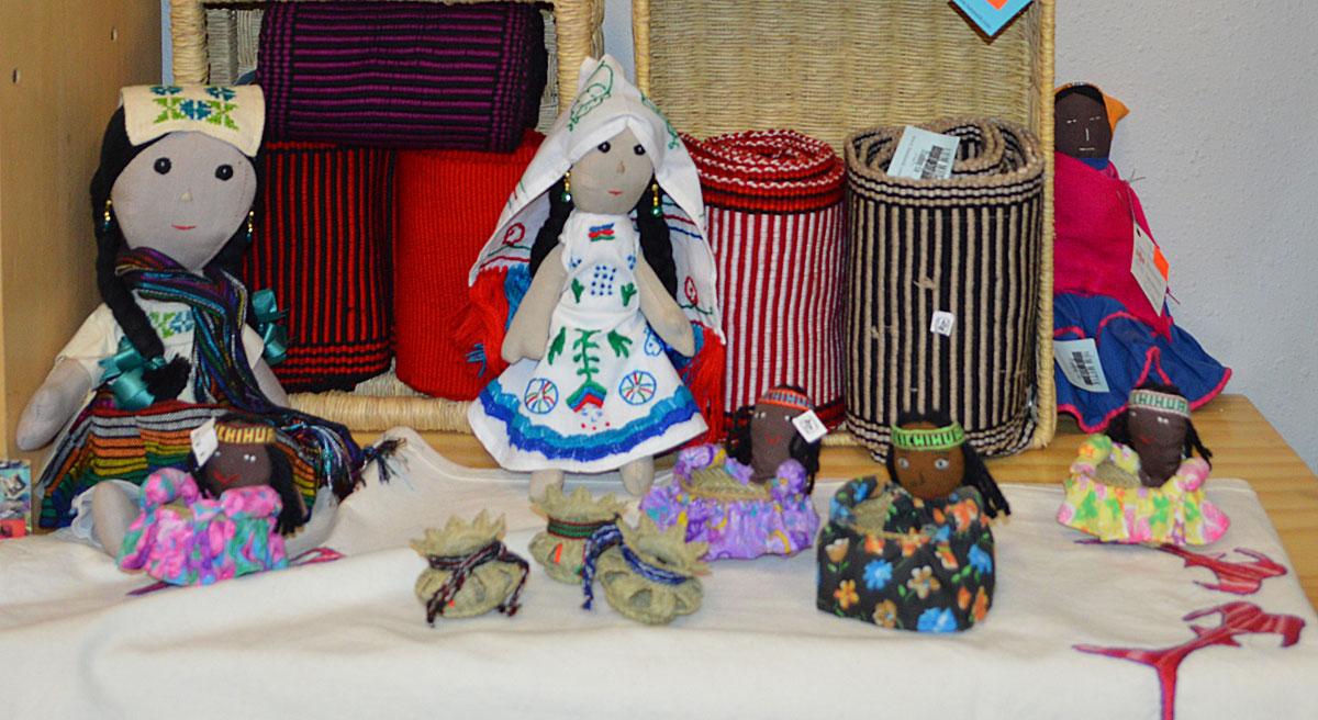 La Mujer Obrera promociona el trabajo de las mujeres artesanas de México a través de su tienda Lum Metik. (Yuritzy Ramos/Borderzine.com)