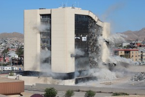 El Paso's City Hall demolition. (Ken Hudnall/Borderzine.com)