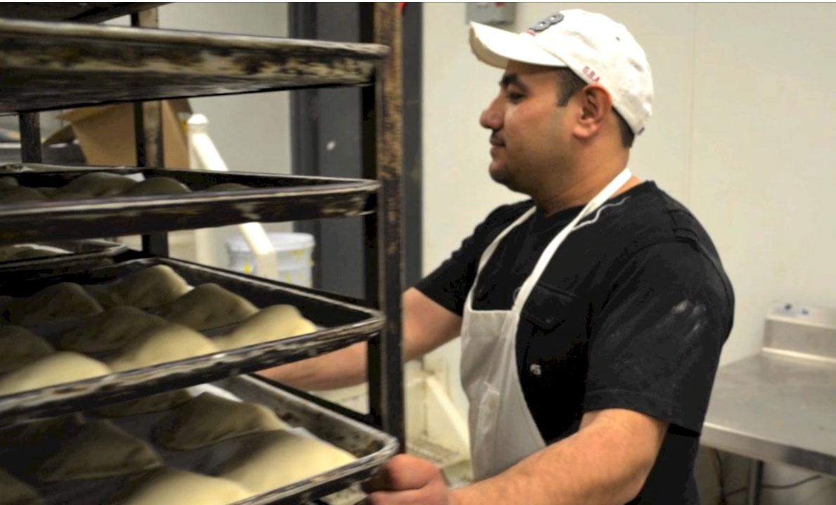Juan Aguilera ha trabajado en panaderías desde los nueve años de edad. (Jessica Salcedo/Borderzine.com)