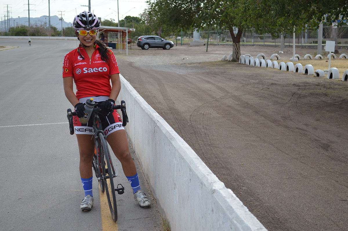 After her two-and-a-half hour training, Fernanda Polanco rests and rehydrates herself at the Juarez ciclopista. Fernanda came back a few weeks ago from the National Olympics bringing with her a bronze medal. (Estefanía Barrón/Journalism in July)
