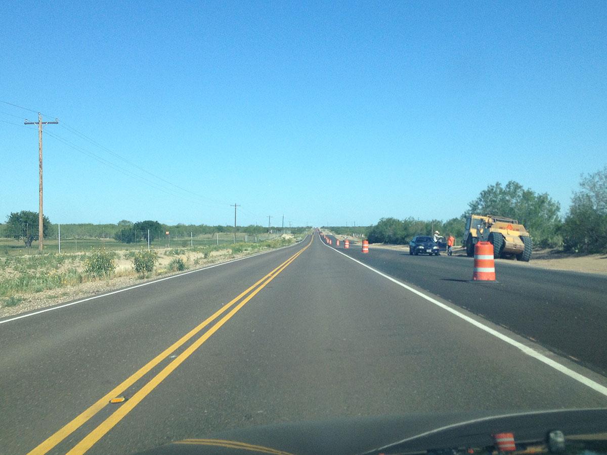 La carretera que enlaza Zapata, Texas con Laredo, Texas está siendo expandida. (Sergio Chapa/Borderzine.com)