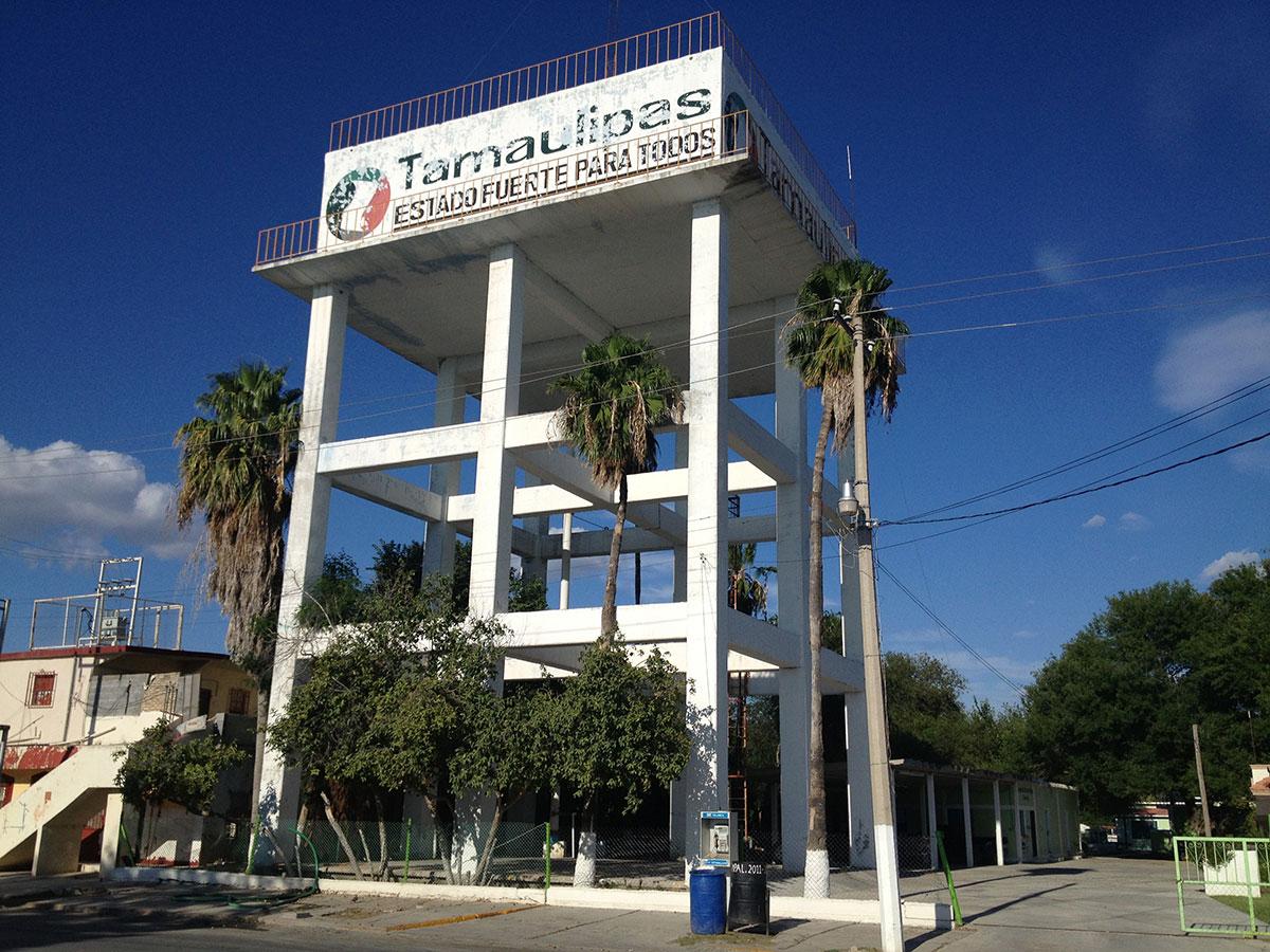 Torre de agua en Camargo, Tamaulipas. (Sergio Chapa/Borderzine.com)