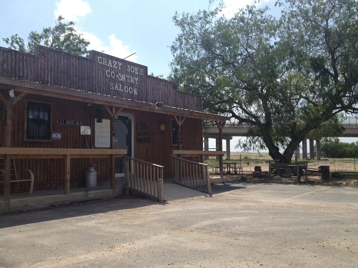 El bar Crazy Joe's localized cerca al puente internacional Anzalduas en Granjeño, Texas. (Sergio Chapa/Borderzine.com)