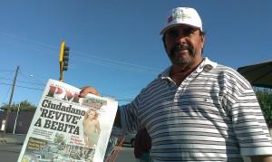 A newspaper vendor at Hermanos Escobar Ave in Ciudad Juarez. (Jaime Cervantes/Borderzine.com)
