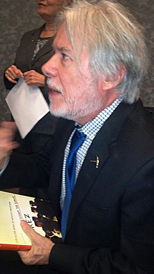 Ricardo Ainsle at a lecture at the University of Texas at El Paso October 22. (Patricia Acosta/Borderzine.com)