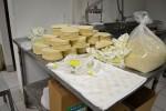 Tortillas de maíz a la espera de ser empacadas. (Estefany Galindo/Borderzine.com)