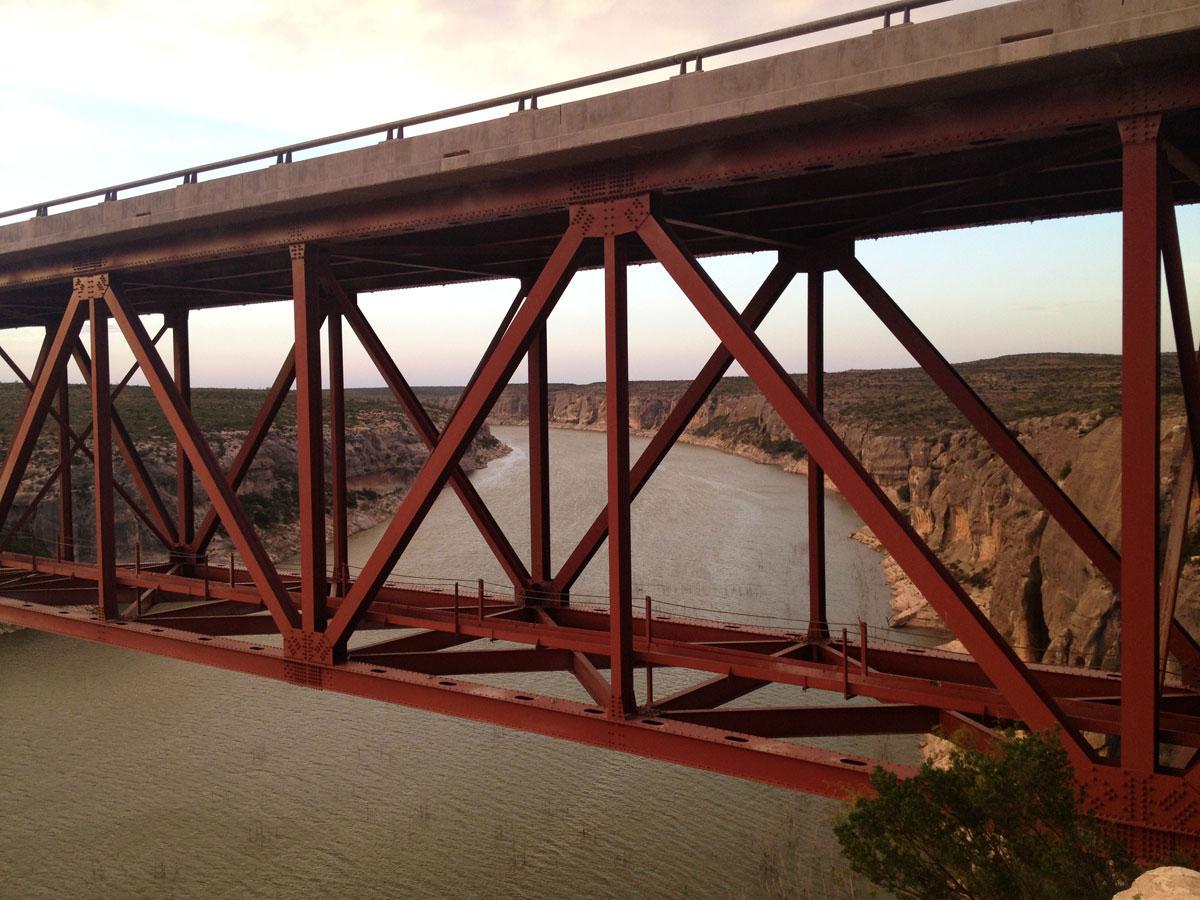 The U.S. Highway 90 bridge at the Pecos River. (Sergio Chapa/Borderzine.com)
