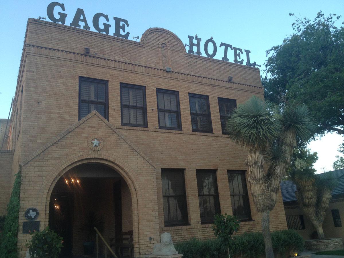 The historic Gage Hotel in Marathon. (Sergio Chapa/Borderzine.com)