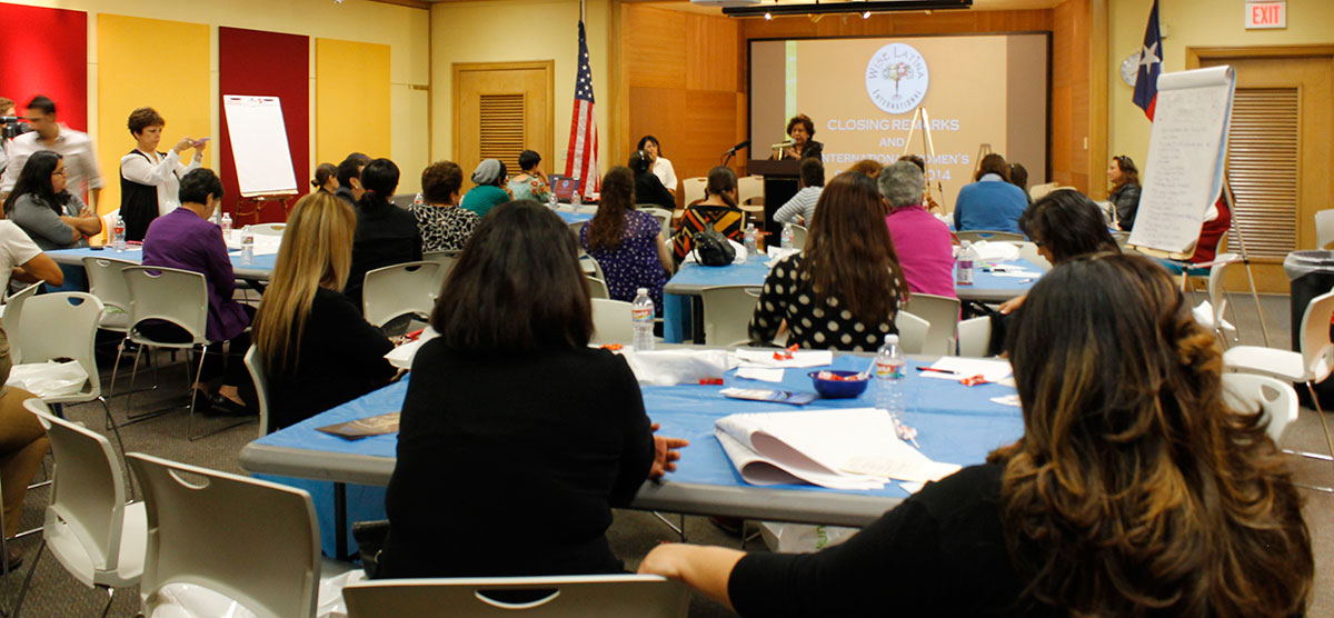 About 80 women attended the second summit organized by Wise Latina International. (Lucía Quinones/Borderzine.com)