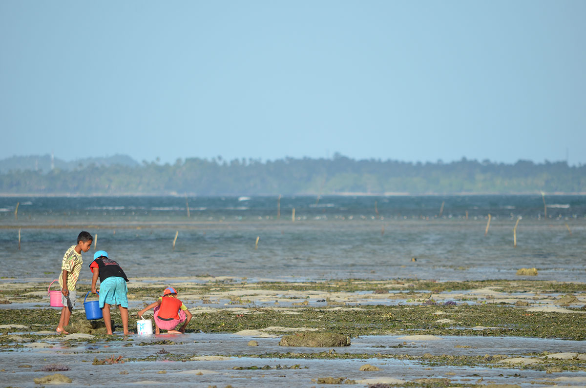 Kids playing on the water in the coast of Sulawesi, Indonesia. (Valeria Hernandez/Borderzine.com)