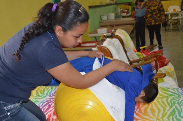 Ana Cristina y su hijo Jesus. Proyecto Santo Niño