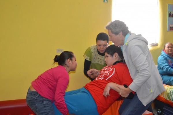 Madre Janet Gildea, Cristina Coronado y Nena. Proyecto Santo Niño.
