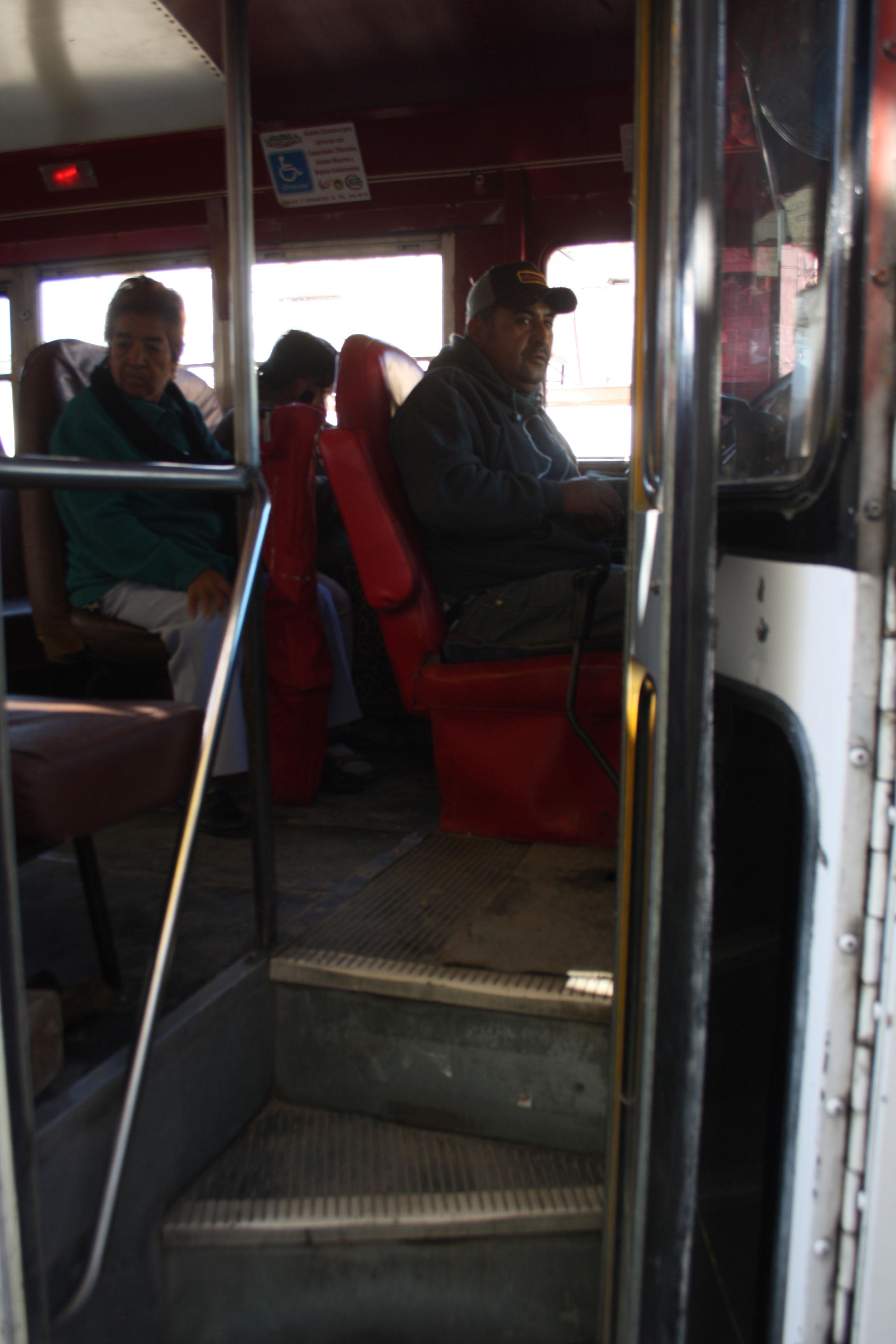 A pesar de que la ley lo respalda, la mayoría del transporte urbano no cumple con las condiciones  de accesibilidad para discapacitados. (Jazmín Cano/Borderzine.com)