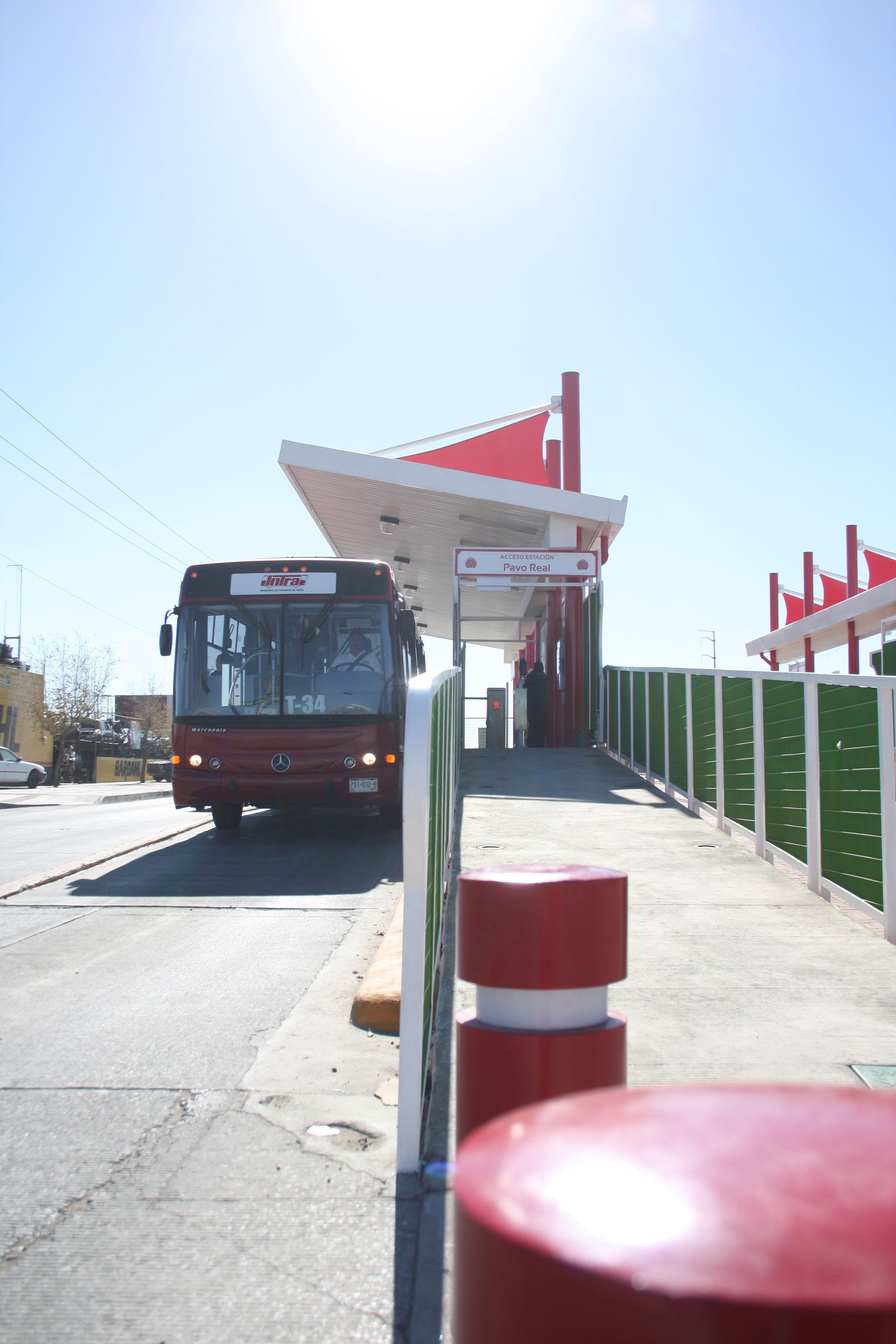 Nuevos paraderos del sistema Vive Bus. (Jazmín Cano/Borderzine.com)