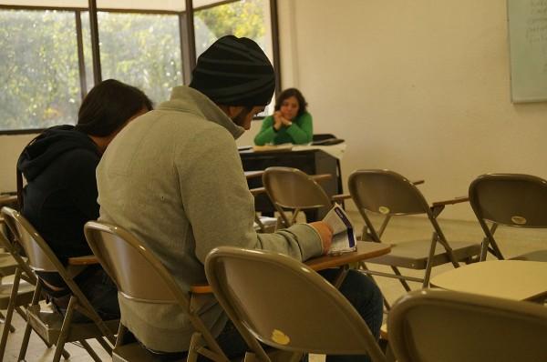 """Roberto Morales, director del Centro de Lenguas de la UACJ, acepta que """"desafortunadamente"""" hay una deficiencia en la enseñanza del inglés en las escuelas puesto que la mayoría de los estudiantes que hacen el examen de ubicación, queda en los niveles básicos."""