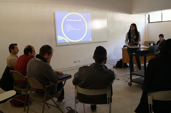 Claudia Espino,  coordinadora administrativa del Programa Nacional de Inglés en Educación Básica, menciona que la capacitación que la UACJ otorga a los maestros es adecuada debido a que se imparte un inglés académico.