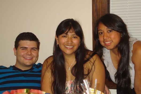 Addison Karnes, Noemi Juarez and HASCA President Yesenia Cruz Pascual. (Seaira Yearout/El Nuevo Tennessean)