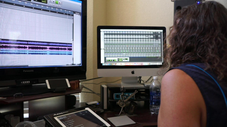 How To Set Up A Home Recording Studio With These 5 Basic Items