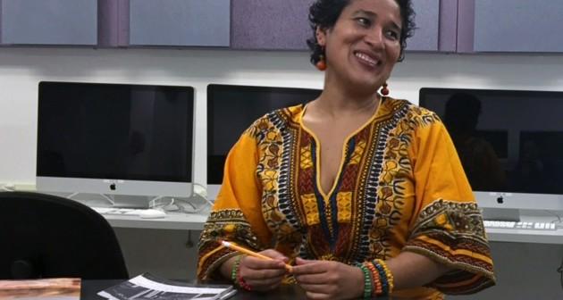 Ilka Oliva Corado, guatemalteca de origen, ha encontrado en las letras un refugio y una voz. Foto por Laura Flores, Borderzine.com
