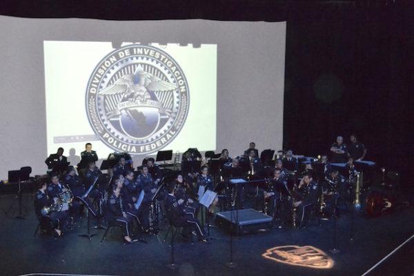 Sinfonica de la Policía federal presentandose en El Paso Texas, en el auditorio del parque Chamizal. Photo credit: Isabel Pizarro